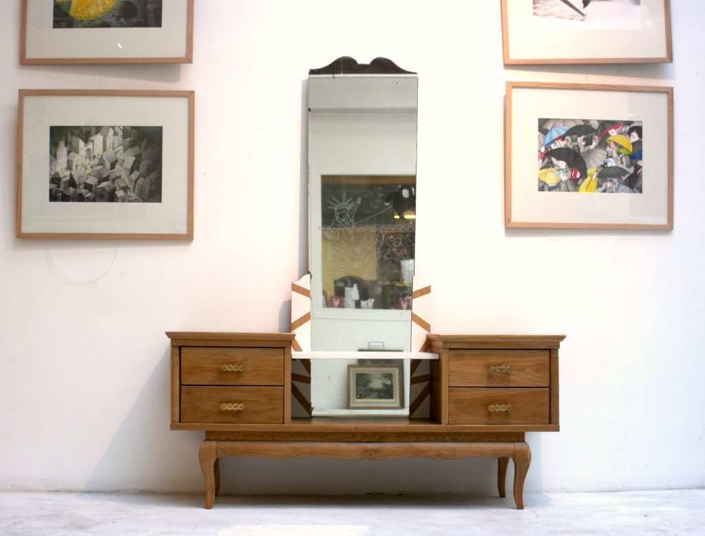 meuble de rangement bas avec miroir collecterie. Black Bedroom Furniture Sets. Home Design Ideas